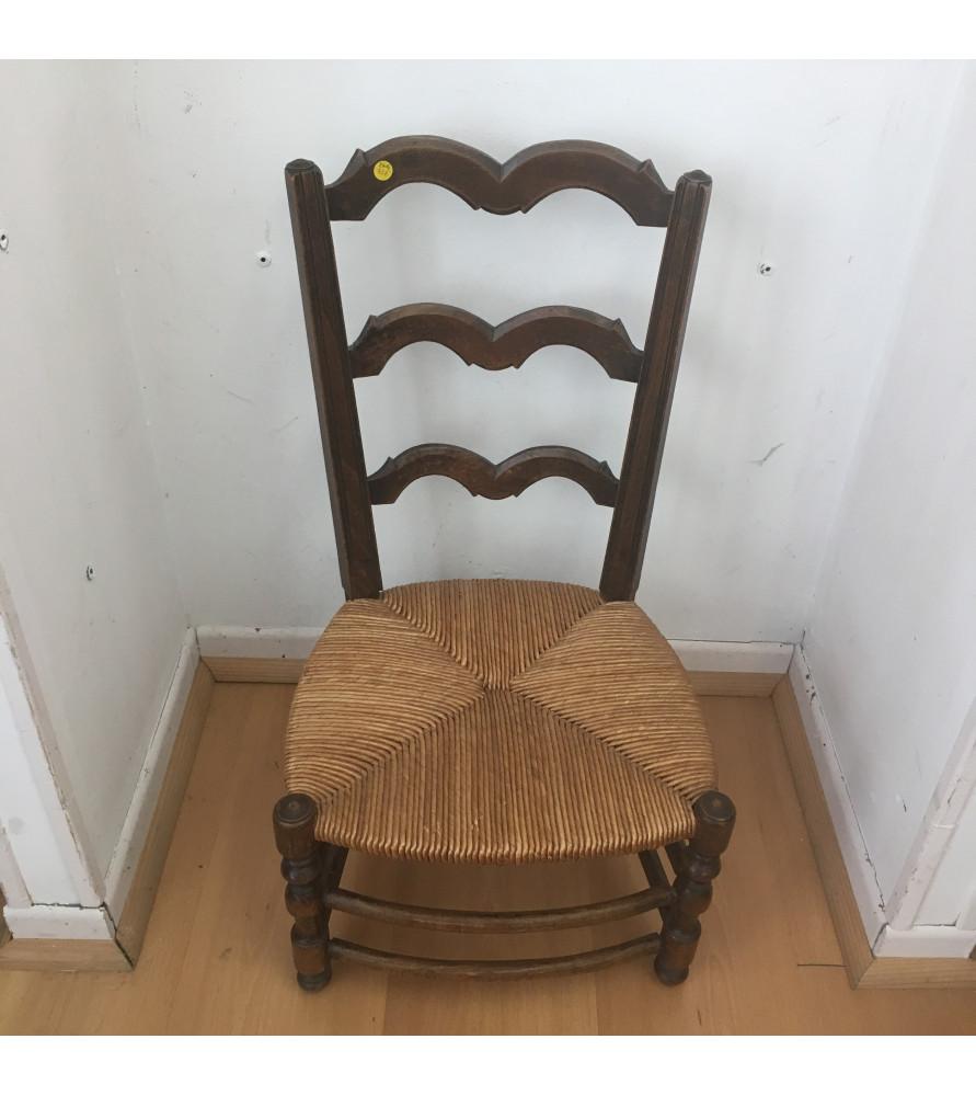 chaise d 39 enfant paill e vendue par notre petite brocante valence. Black Bedroom Furniture Sets. Home Design Ideas