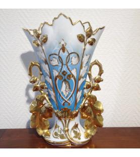 Vase d'église en porcelaine de Paris