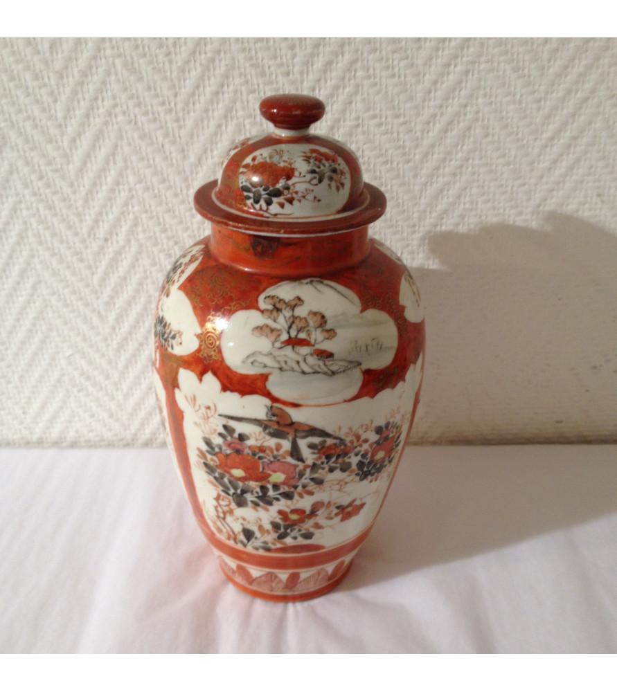 Potiche en porcelaine à décor Japonais