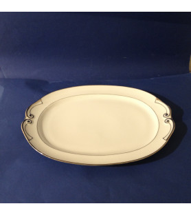 Plat long en porcelaine de Limoges