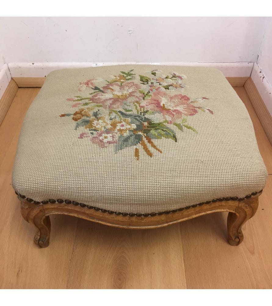 tabouret repose pied tapisserie vendu par notre petite brocante valence. Black Bedroom Furniture Sets. Home Design Ideas