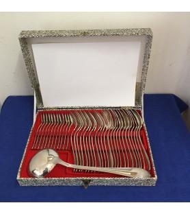 Ménagère en métal argenté à filets croisés