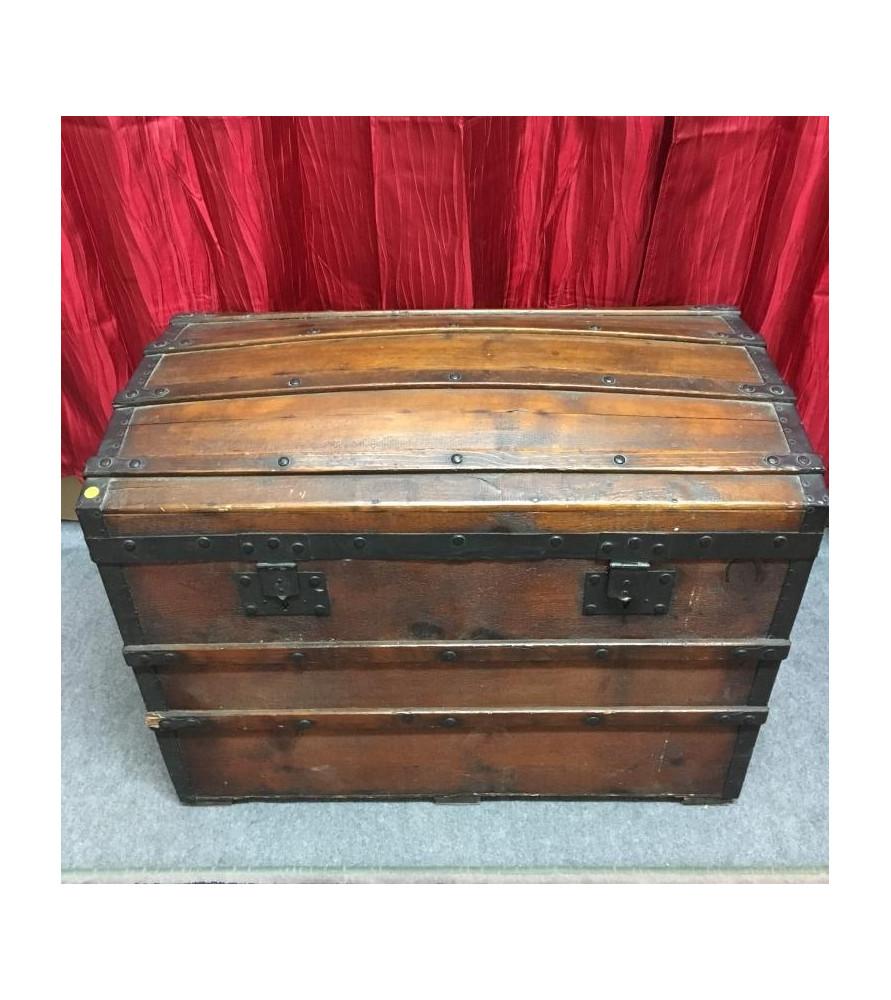 malle ancienne bois vendue par notre petite brocante valence. Black Bedroom Furniture Sets. Home Design Ideas