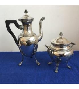 Cafetière et sucrier en métal argenté de style empire