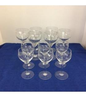 12 beaux verres en cristal