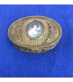 Coffret ovale couvercle foncé d'une miniature