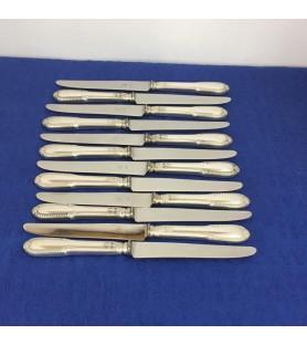Grands couteaux en métal argenté style Louis XV