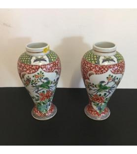 Paire de vases en porcelaine dans le goût de la Chine