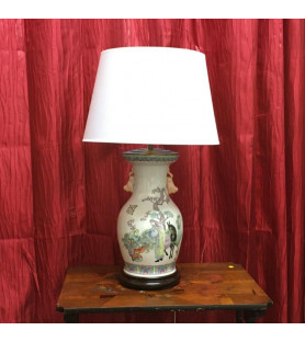 Grande lampe en porcelaine à décor chinois