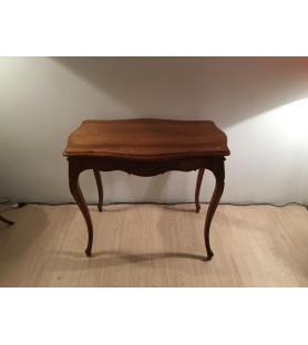 Table à écrire en noyer style Louis XV