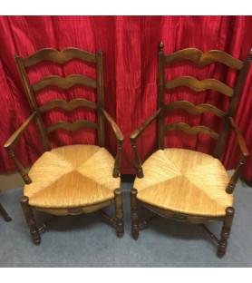 Paire de fauteuils provençaux paillés