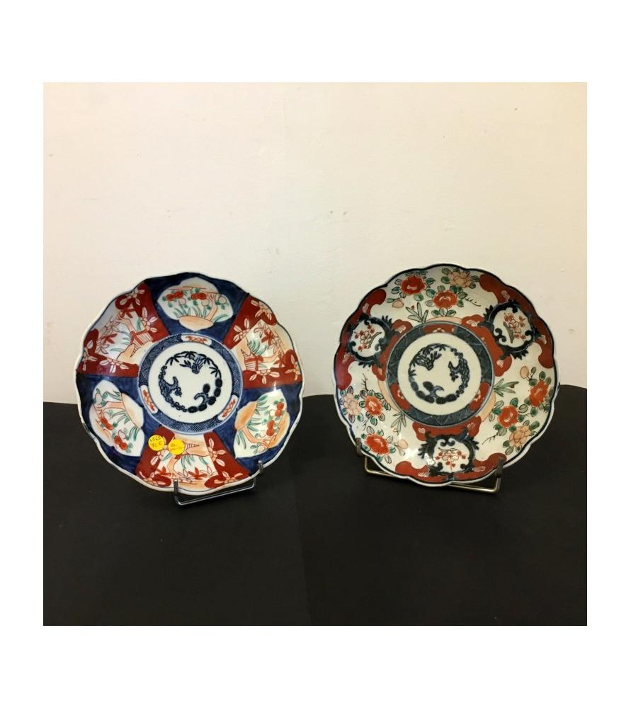Paire d'assiettes en porcelaine Imari