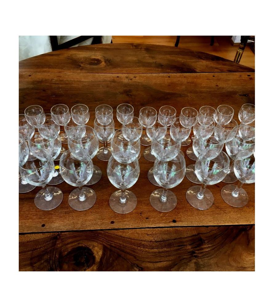 Service de verres en cristal à décor de guirlandes
