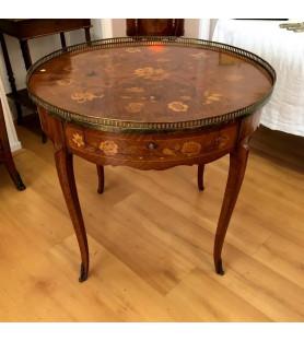 Table bouillotte en bois marqueté de style Louis XV