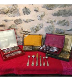 Ménagère en métal argenté motif Louis XVI 72 pièces